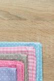 厨房旧布以各种各样的颜色 免版税库存图片