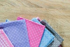 厨房旧布以各种各样的颜色 库存照片