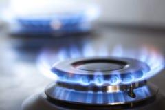 厨房有灼烧的火丙烷气体的煤气灶 免版税库存照片