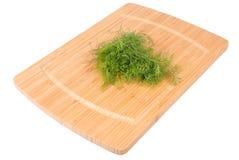 厨房板whith沙拉。包括的裁减路线。 免版税库存照片