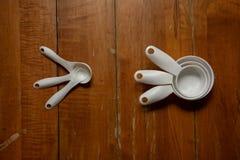 厨房测量的工具 免版税库存照片