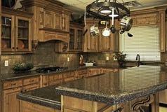 厨房现代宽敞 免版税库存照片