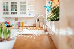 厨房现代水槽 库存图片