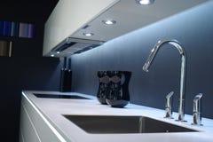 厨房现代水槽 免版税库存图片