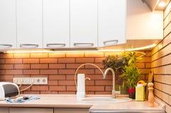厨房生活或如何是一位好主妇 免版税库存图片