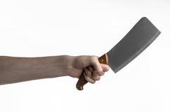 厨房的题材:拿着切的厨师手肉一把大厨刀在白色背景被隔绝 库存照片
