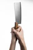 厨房的题材:拿着切的厨师手肉一把大厨刀在白色背景被隔绝 免版税库存照片