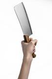 厨房的题材:拿着切的厨师手肉一把大厨刀在白色背景被隔绝 图库摄影