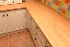 厨房碗柜和worktop 免版税图库摄影