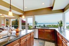 厨房豪华现代水槽视图水 图库摄影