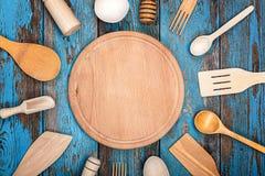 厨房集合器物 烹调的辅助部件 免版税库存照片