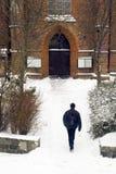 去冬天的教会 免版税库存照片