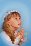 去圣餐第一个的女孩圣洁 免版税库存照片