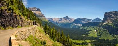去太阳路有冰川国家公园全景  库存图片