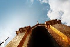去寺庙在一美好的蓝天天 免版税库存照片