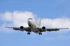 去的喷气机使飞机降落 免版税库存照片