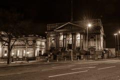 县会议议院在夜之前 库存照片