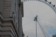 县政厅和伦敦眼 免版税库存图片