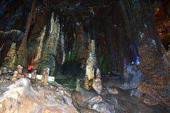 县海军部高度的中国的广西桂林岩石的--奇怪的钟乳石柱子 库存照片
