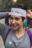 参与在冰的人们在米兰,意大利乘坐2014年 库存图片