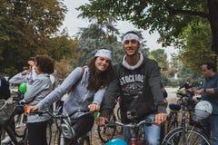 参与在冰的人们在米兰,意大利乘坐2014年 库存照片