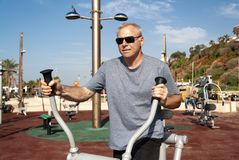 参与在运动场的体育一个人 库存照片