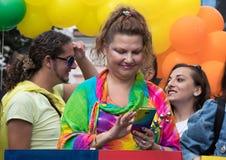 参加布拉格自豪感-大快乐&女同性恋的自豪感的妇女 库存图片