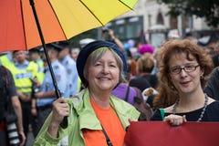 参加布拉格自豪感-大快乐&女同性恋的自豪感的妇女 库存照片