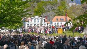 参加者人群在挪威独立游行 免版税图库摄影