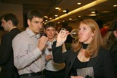 参加者和访客意大利酒和食物的制造者和供应商的企业陈列的 库存图片