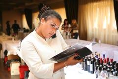 参加者和访客vinitaly意大利酒和食物的制造者和供应商的企业陈列的 库存图片