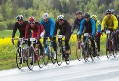 参加者在专家和爱好者的更小的自行车种族 免版税库存图片