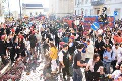 参加者在传统庆祝时 库存照片
