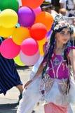 参加者在第34次每年美人鱼游行前进在科尼岛 库存图片