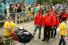 参加者在第35次每年美人鱼游行前进在科尼岛 免版税库存图片