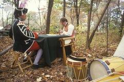参加者在美国独立战争的历史再制定的期间秋天扎营,新的温莎, NY 库存图片