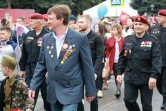 参加者在胜利天的专栏在Pyatigorsk,俄罗斯游行 库存图片