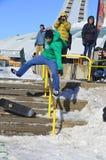 参加者在雪板运动 库存照片