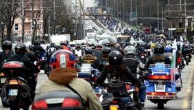 参加者在28日行军2015年,索非亚,保加利亚的摩托车队伍 库存照片