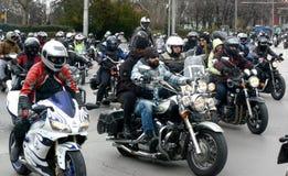 参加者在28日行军2015年,索非亚,保加利亚的摩托车队伍 库存图片
