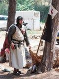 参加者在Hattin争斗垫铁的重建在1187休息的在竞选前的阵营在提比里亚,以色列附近 库存图片
