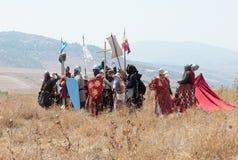 参加者在Hattin争斗垫铁的重建在1187的为决战做准备在提比里亚,以色列附近 库存图片
