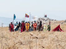 参加者在Hattin争斗垫铁的重建在1187的在烈士服装穿戴了站立预期 图库摄影