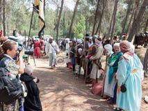 参加者在Hattin争斗垫铁的重建在1187立场的在阵营的一条线在提比里亚附近的竞选前 免版税库存照片