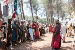 参加者在Hattin争斗垫铁的重建在1187立场的在阵营的一条线在提比里亚附近的竞选前 库存照片