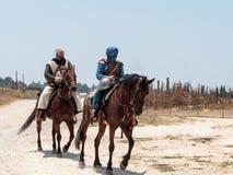 参加者在Hattin垫铁的重建在1187作战在马背上留下阵营并且去争斗站点在TIb附近 库存图片
