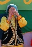 参加者Sabantuy鞑靼人的全国服装 免版税图库摄影