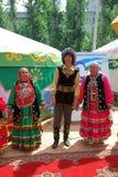 参加者Sabantuy鞑靼人的全国服装 免版税库存照片