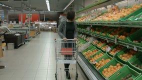 参观а超级市场的一个少妇 影视素材