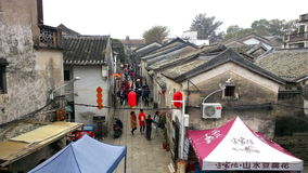 参观一个老繁体中文村庄的人们在新年假日 股票视频